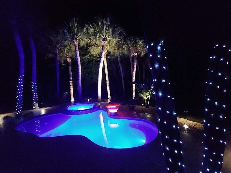 'Peaceful Sol' - Spacious 3 bd/2 bath, Manasota Key FL, One door from the ocean, casa vacanza a Englewood