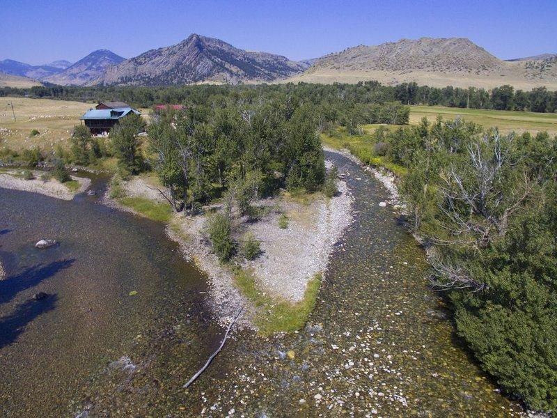 Executive Cabin -1 mile Stillwater River-Guide House-Montana fly fishing, aluguéis de temporada em Nye