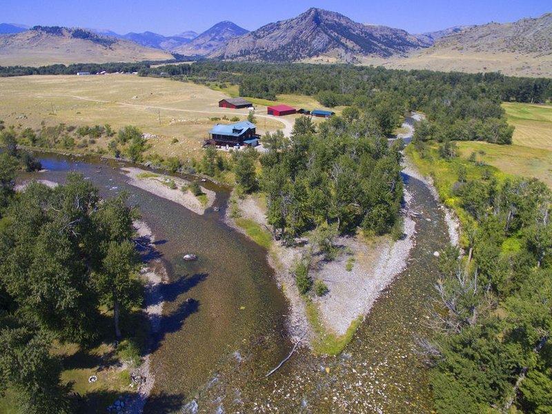 Executive Cabin -1 mile Stillwater River-Caddis Cabin-Montana fly fishing, aluguéis de temporada em Nye