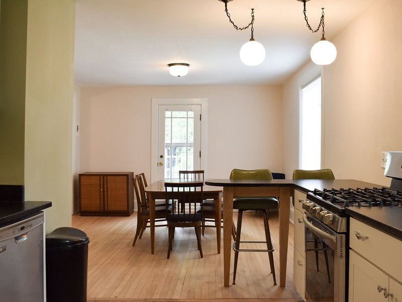 Riverwest Vintage Upper Apartment, alquiler de vacaciones en Cedarburg