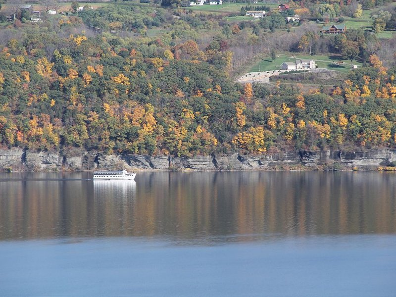 Lake view home on a bluff overlooking Seneca Lake, vacation rental in Rock Stream
