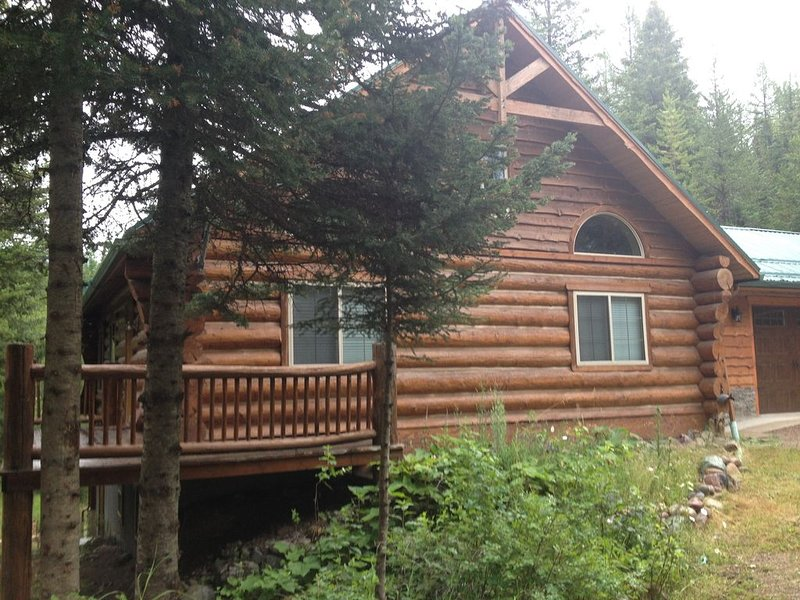 Quiet Cabin nested in the Many Lakes area near Bigfork and Kalispell, casa vacanza a Creston