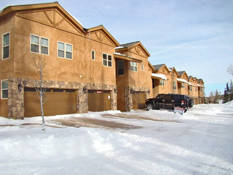 Luxury Condo in Brian Head,  Beautiful Amenities,  Easy Walk/Ski To Slopes, location de vacances à Brian Head
