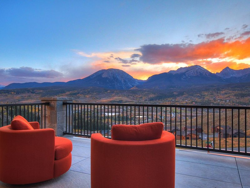 Stunning #1 award winning modern Mountain Home. Spectacular Views! Fully loaded., alquiler de vacaciones en Silverthorne