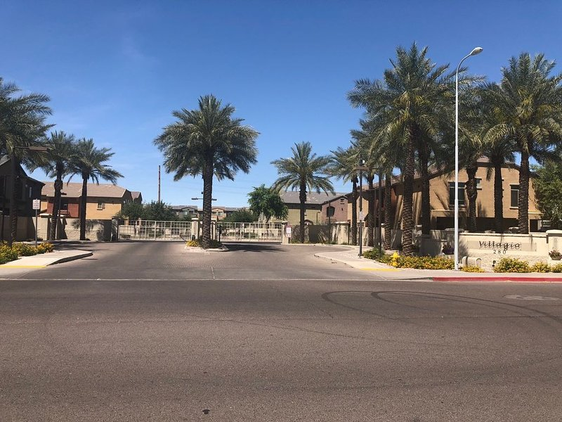 Tempe Gem. Newly remodeled. Walk to Cubs complex, holiday rental in Tempe