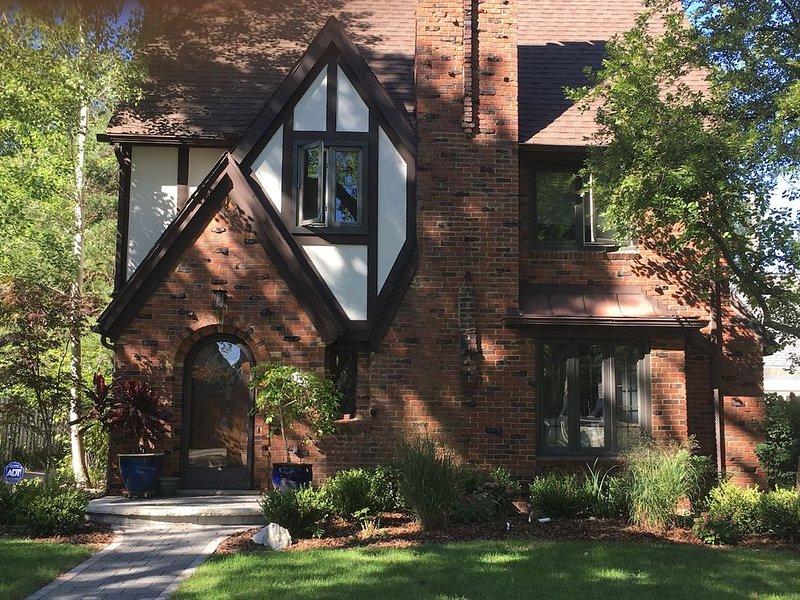 4 bedroom 3.5 bath home in a quiet neighborhood walkable to Big House, casa vacanza a Ypsilanti