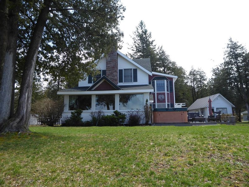 Spacious Waterfront Home In Thousand Islands!, alquiler de vacaciones en Brockville