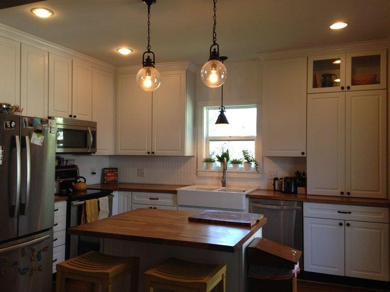Une cuisine récemment rénovée prête pour une cuisine délicieuse.