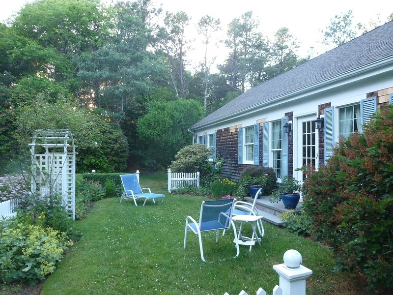 Osterville Charmer in a private neighborhood setting, holiday rental in Osterville