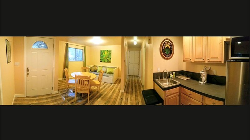 The Cascade River Trail Retreat - a short walk to river & everything! Pets OK!, holiday rental in Tumalo