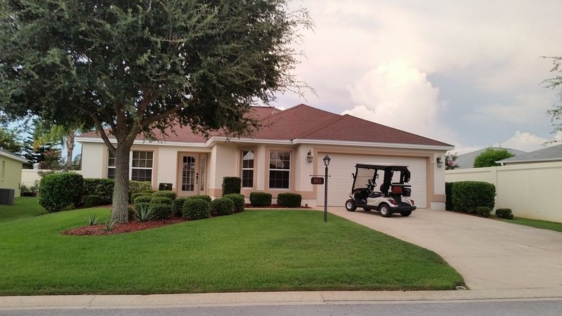 Locatied in the Village of Virginia Trace. Lake Sumter Landing!, holiday rental in The Villages