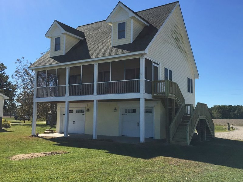 Enjoy Our 'Porch on the Pungo' And Experience Riverfront Living At Its Best, alquiler de vacaciones en Scranton