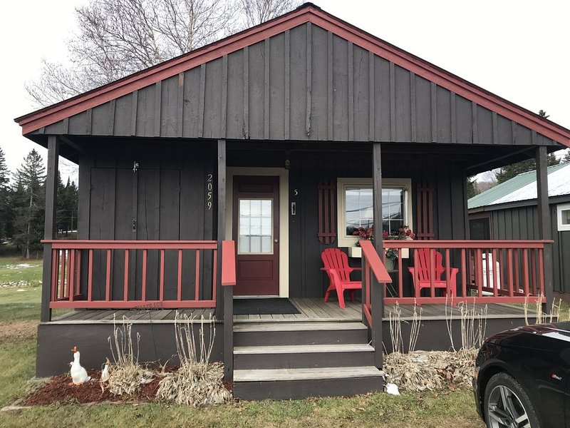 Cabin with Snowmobile and ATV Trail Access, location de vacances à Pittsburg