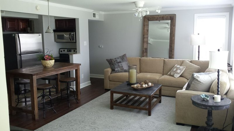 Walk, don't drive! Beautful 3/2 gated condo minuites from the Ole Miss Campus, holiday rental in University