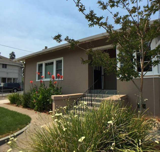Charming bungalow apartment in downtown Napa--30 DAY MINIMUM RENTAL, location de vacances à American Canyon
