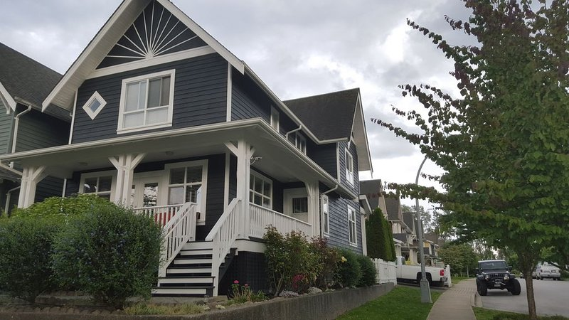 Beautiful Whole 1,800 sf Modern House, holiday rental in New Westminster