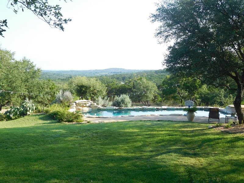 Private Hill Country Retreat, panoramc views, spacious home near Hamilton Pool, vacation rental in Dripping Springs