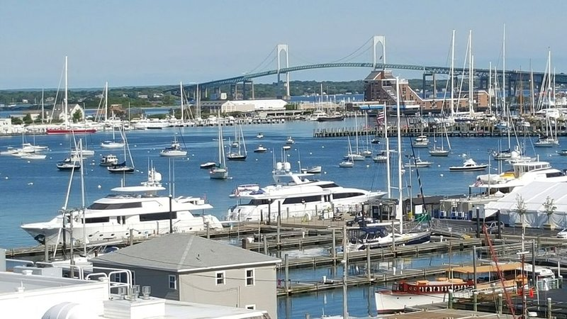 Wyndham Inn On Long Wharf Ocean View!, aluguéis de temporada em Newport