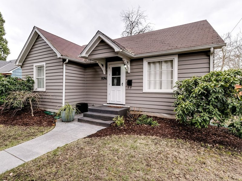 Charming Bungalow in heart of Eugene, holiday rental in Eugene
