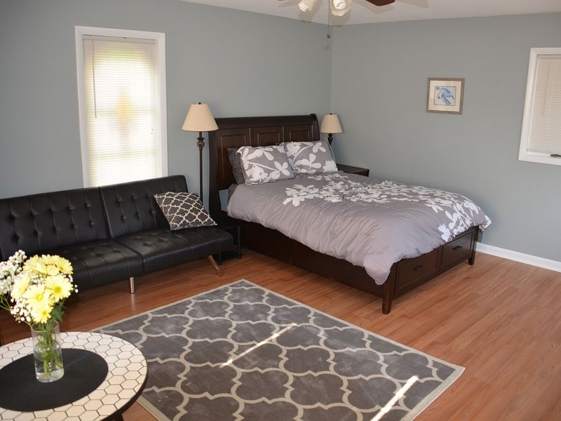 Upstairs Bedroom with Queen Bed and Futon