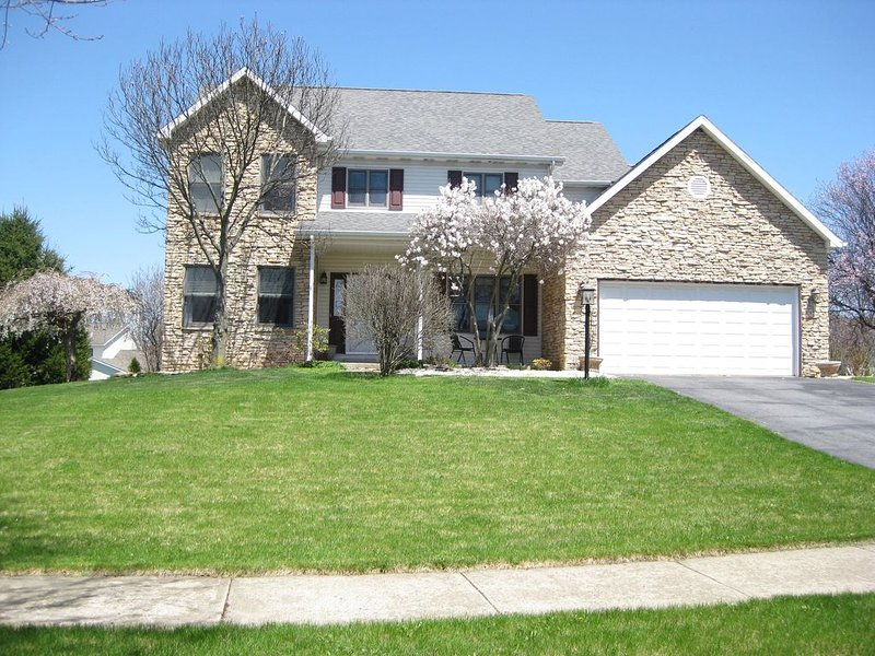 Spacious home 3 miles from Beaver Stadium, holiday rental in Julian