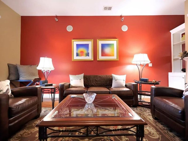 Derby Downtown 2BR 2BA Loft Style Apartment, vacation rental in Louisville