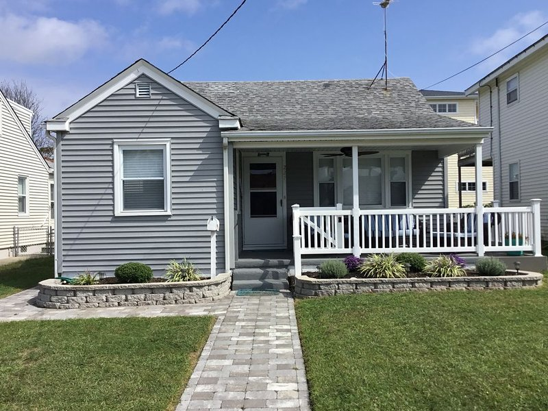 Beach vacation home a short walk to beach or bay., holiday rental in Brigantine