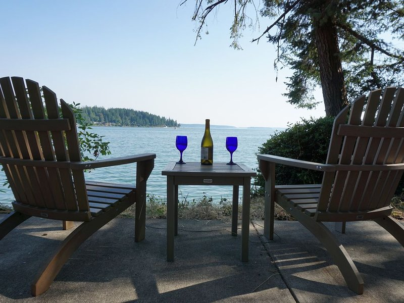 Waterfront Family Retreat near Gig Harbor/Substantial Monthly Discounts!!, location de vacances à Allyn