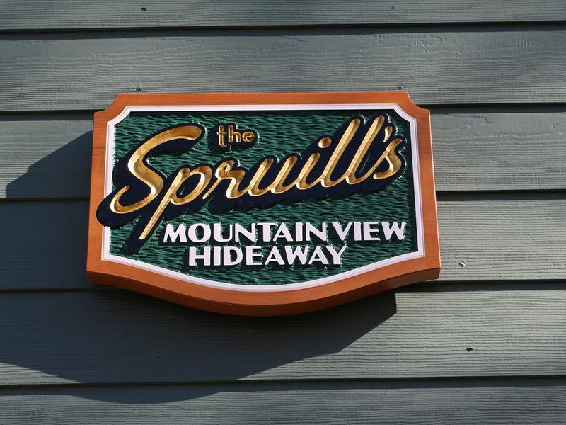 Spruill's Mountain-View Hideaway – semesterbostad i Lake Lure