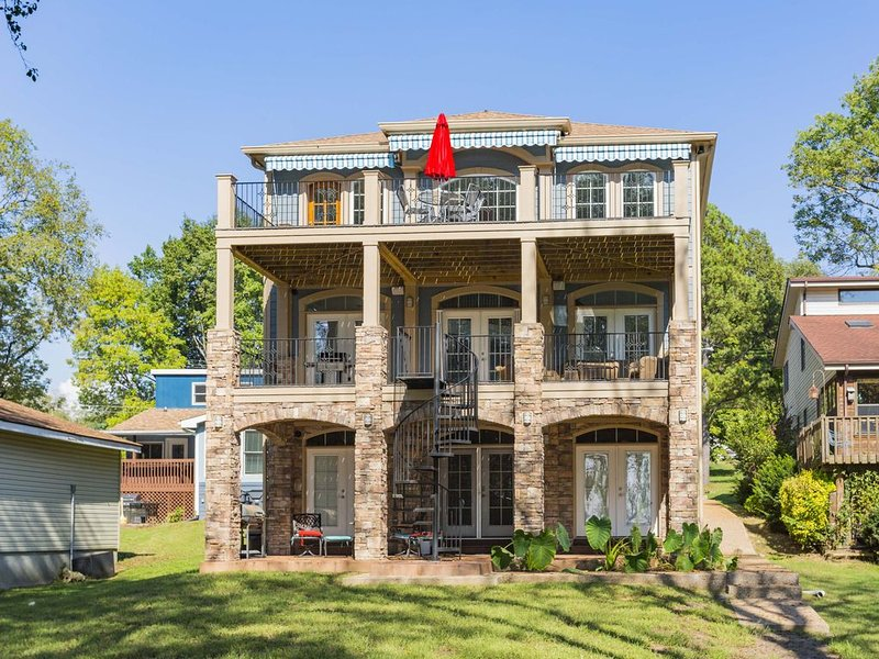 Old Hickory Lake Home with dock, aluguéis de temporada em Hendersonville