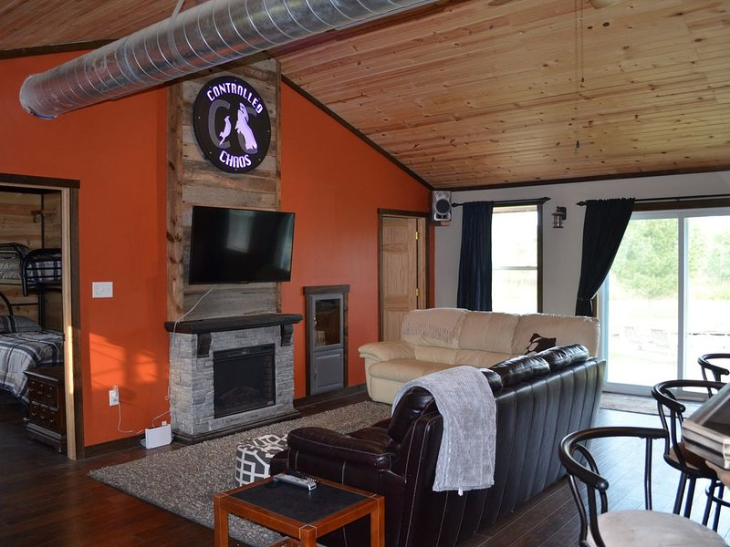 Controlled Chaos Base Camp - sleeps 10 direct access to the BRF ATV Trails, vacation rental in Alma Center