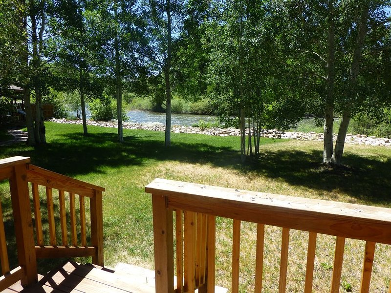 Quiet Cabin on the Gunnison River ~ Pet Friendly ~ Fishing Access. Close to town, vacation rental in Gunnison