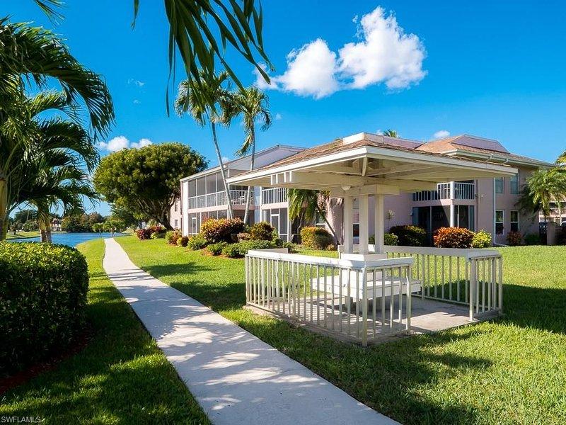 Coco's Beach House * Quail Run condos, location de vacances à Biggar