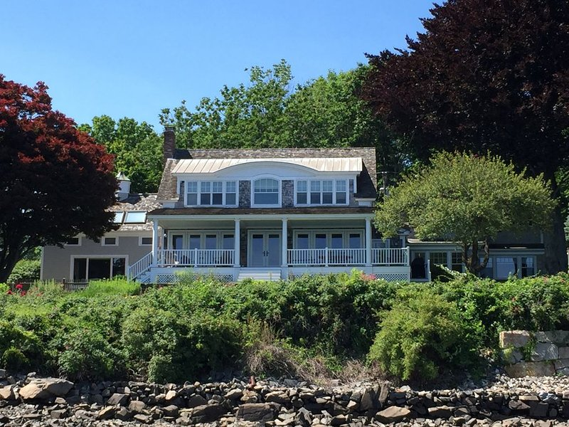 Spacious waterfront home with amazing views and dock., holiday rental in Kittery