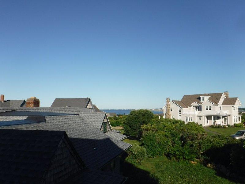 Uitzicht vanaf balkon verbonden met Master Suite in nieuwe toevoeging.