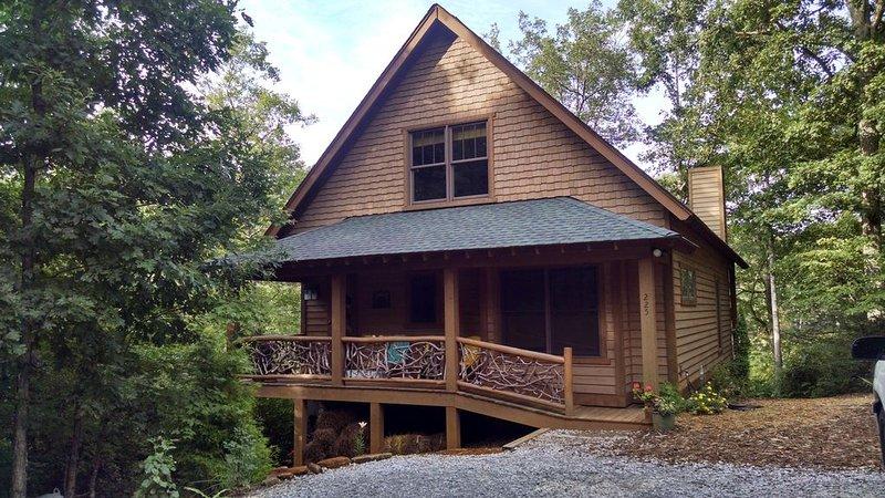 Three bedroom Cabin on Private Mountain Lake, casa vacanza a Long Creek