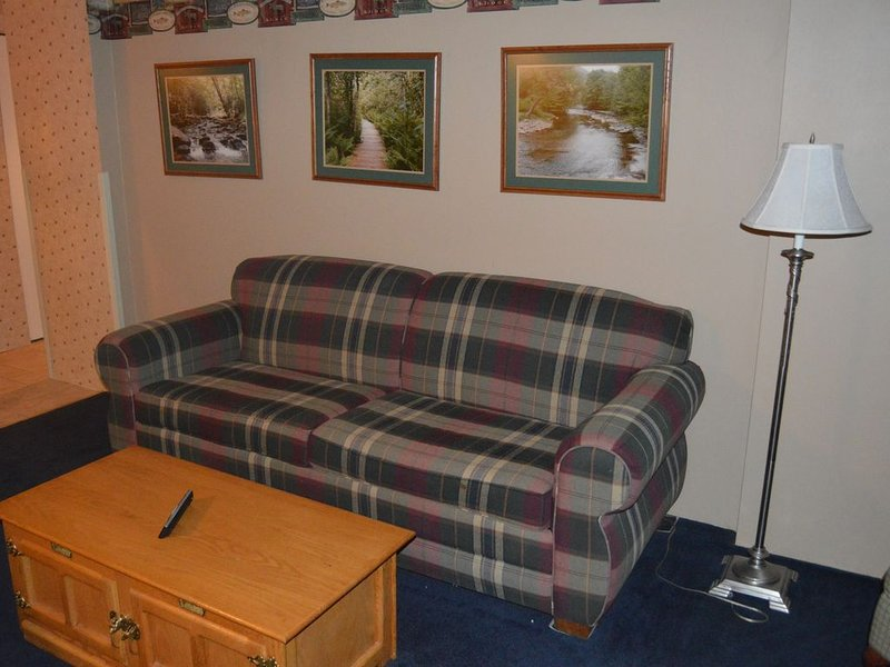 Silver Creek 1703 - 2 Bdrm Condo, A/C, No Cleaning Fee, Pool & Hot Tub, holiday rental in Bartow