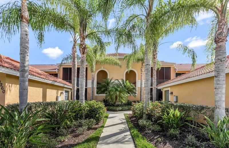 Luxury condo, golf and country club lifestyle - Enjoy the sun and have fun!, vacation rental in Golden Gate