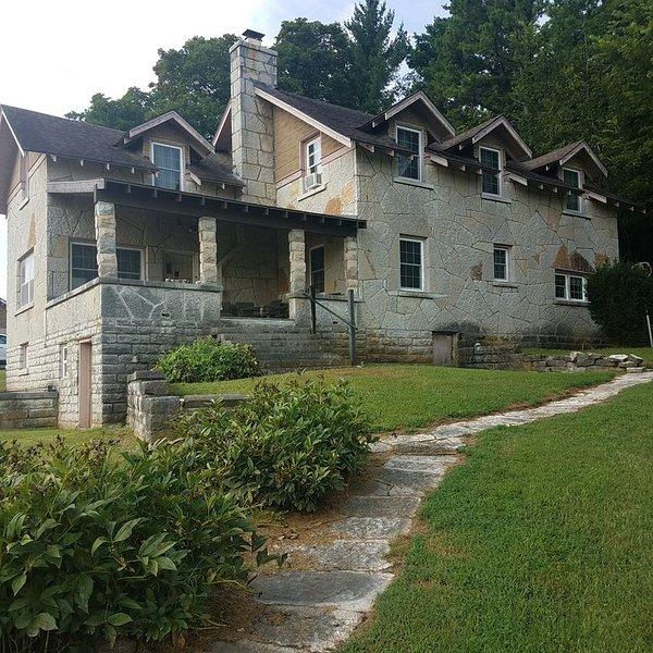 Farmhouse in the country, casa vacanza a Pineville