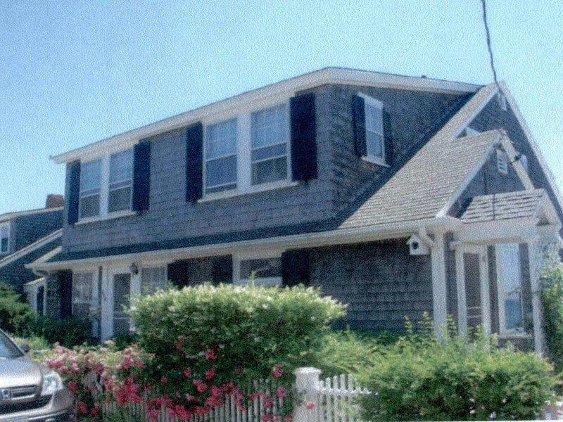 Beachfront House On Provincetown Harbor, location de vacances à Provincetown