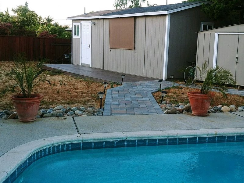 Private fully furnished Guest house w/ pool, vacation rental in Morgan Hill
