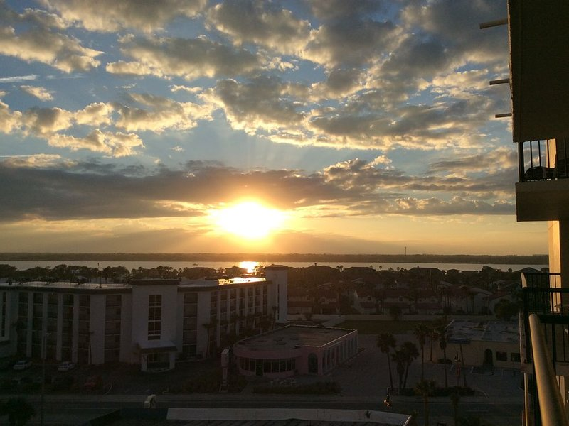 Best Spot on the Ocean for a wonderful beautiful stay on DaytonaBeach Shores!, holiday rental in South Daytona
