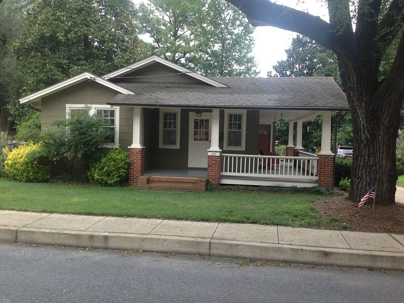 Craftsman Bungalow Apartment Near Naval Academy Stadium and Historic District, vacation rental in Annapolis