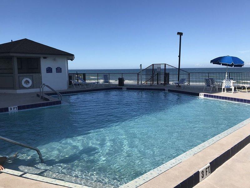 Beach and Southern Exposure of Atlantic Ocean from 6th Floor Balcony, Unit 6G., location de vacances à South Daytona