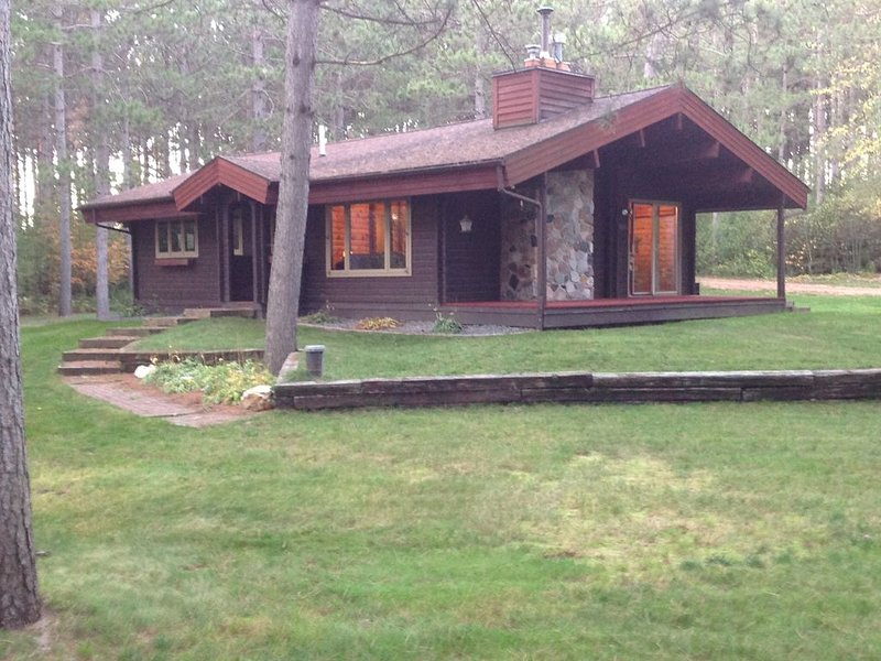 Cozy, Secluded Log Home in Wausau, WI - Minutes from Granite Peak Ski Area, location de vacances à Schofield