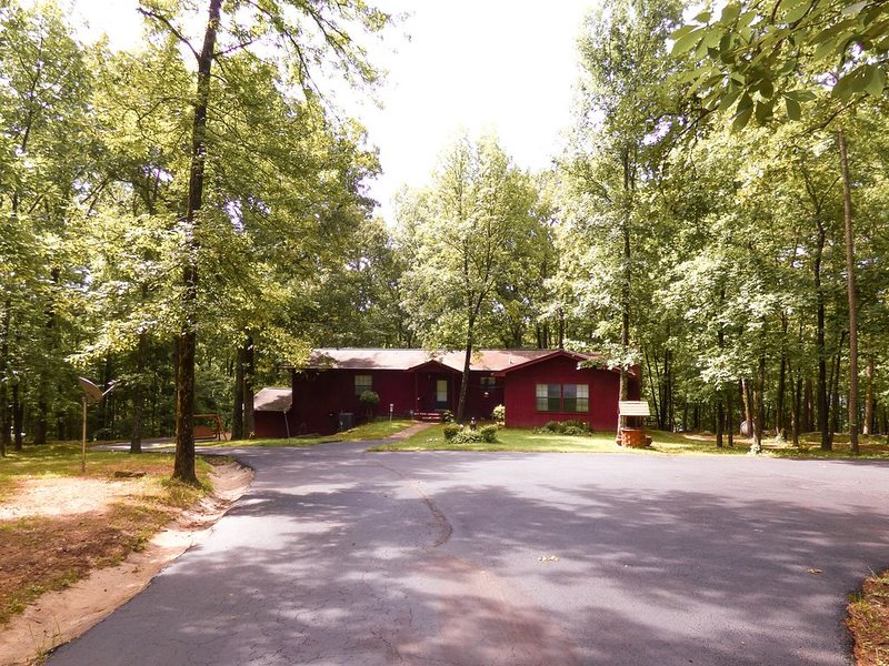 Lakefront Home Just Steps Away From Greers Ferry Lake, alquiler de vacaciones en Tumbling Shoals