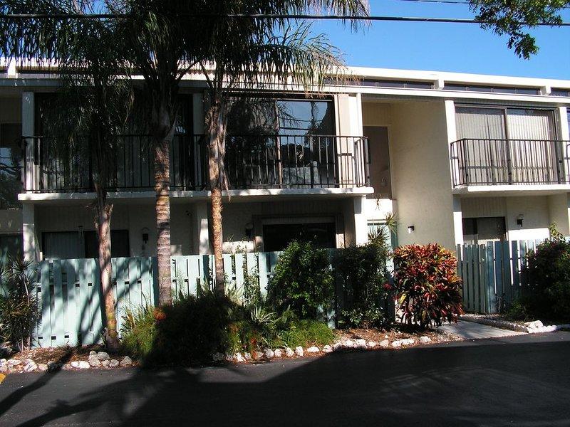 2 Bedroom, 3 bathroom Townhouse in Executive Bay complex Islamorada FL, holiday rental in Matecumbe Key