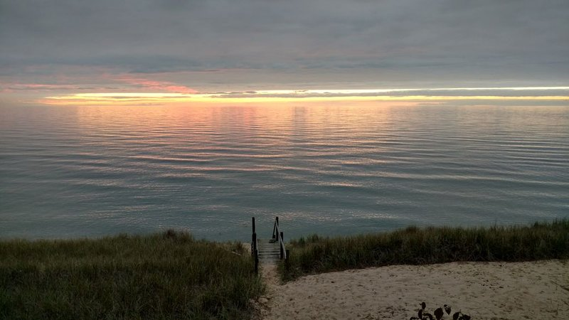 Holland Pine Bluff Cottage on Lake Michigan, alquiler vacacional en West Olive