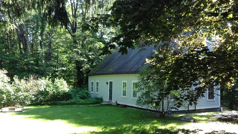 Newly Renovated 18th Century Cottage On 4 Acres, vacation rental in Washington Depot