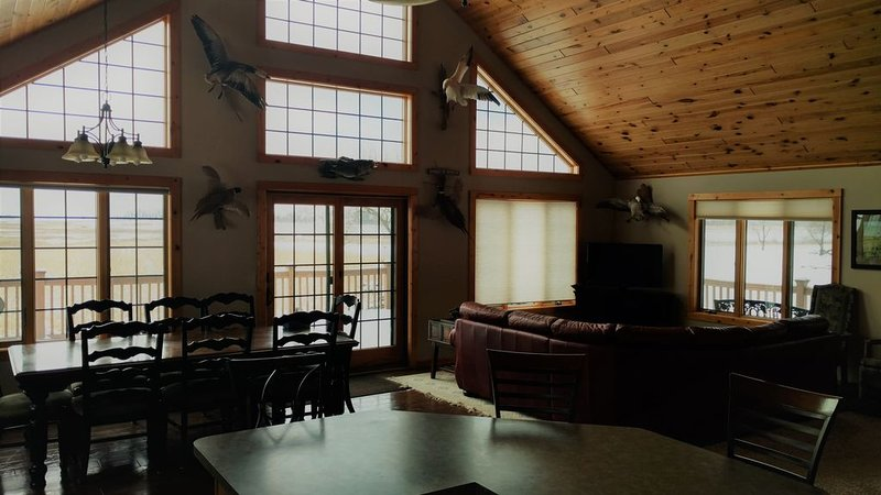 Beautiful Chalet Style Lodge Over Looking Scenic Prairie Lake, holiday rental in Clark